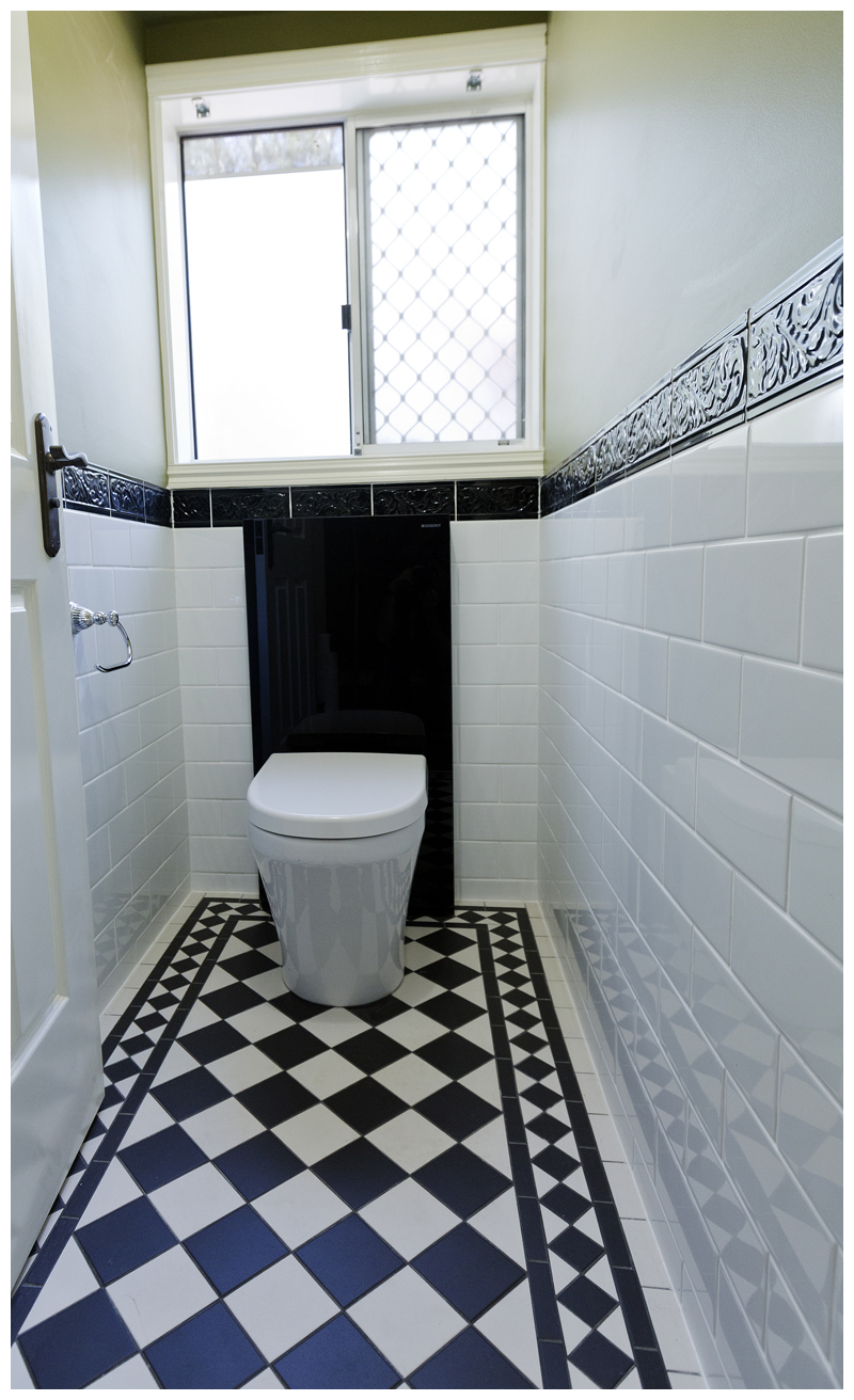 Water closet Cashmere white pan black concealed cistern