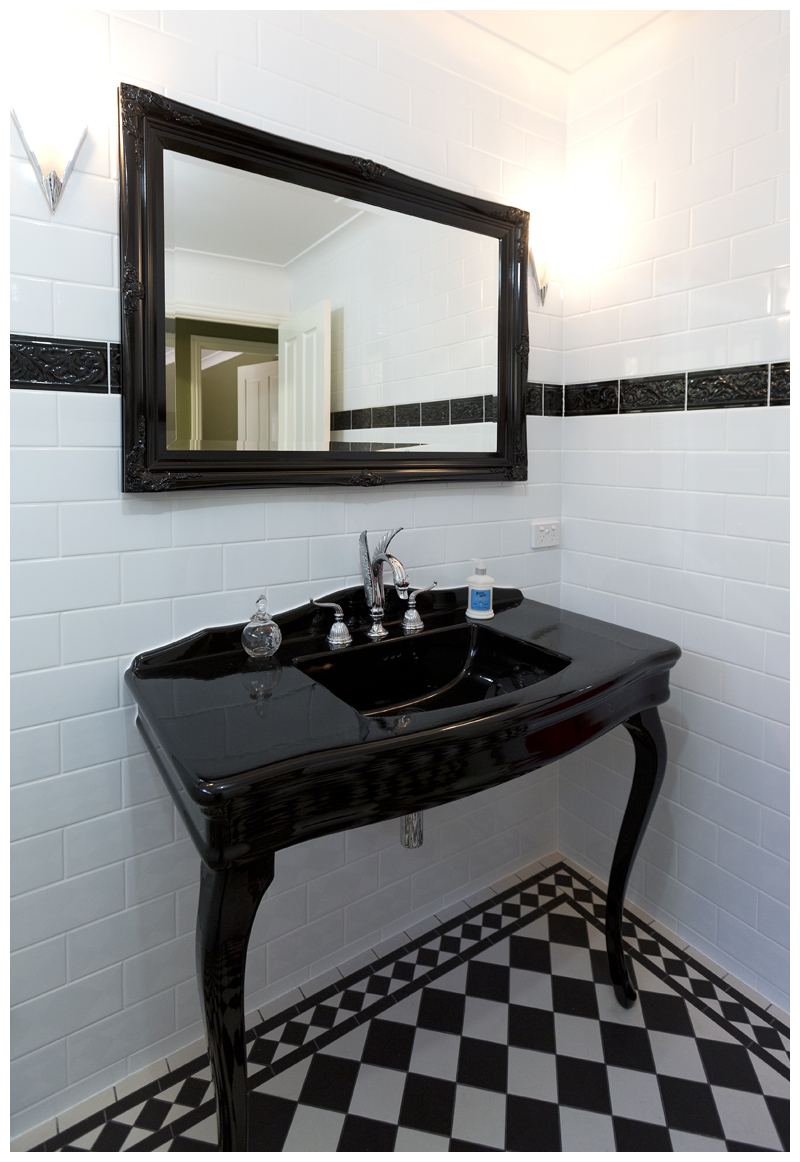 Black console main bathroom Cashmere