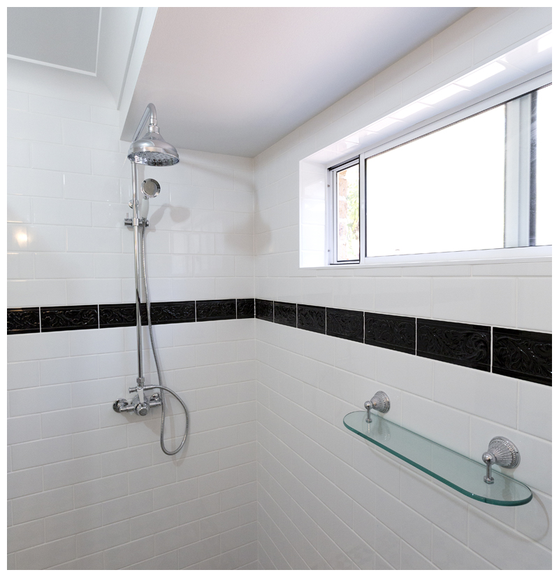 Double shower Cashmere main bathroom, traditional glass shower shelf, tile into window