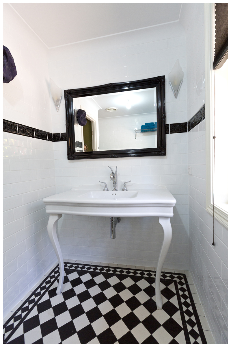 Traditional white console ensuite Cashmere subway wall tiles black horizontal feature